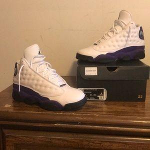 I am selling air Jordan 13 retro Lakers